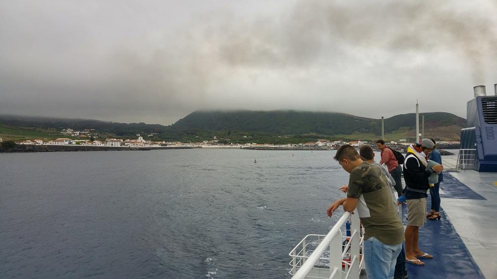 Vue sur Praia à Graciosa à bord du ferry Atlânticoline
