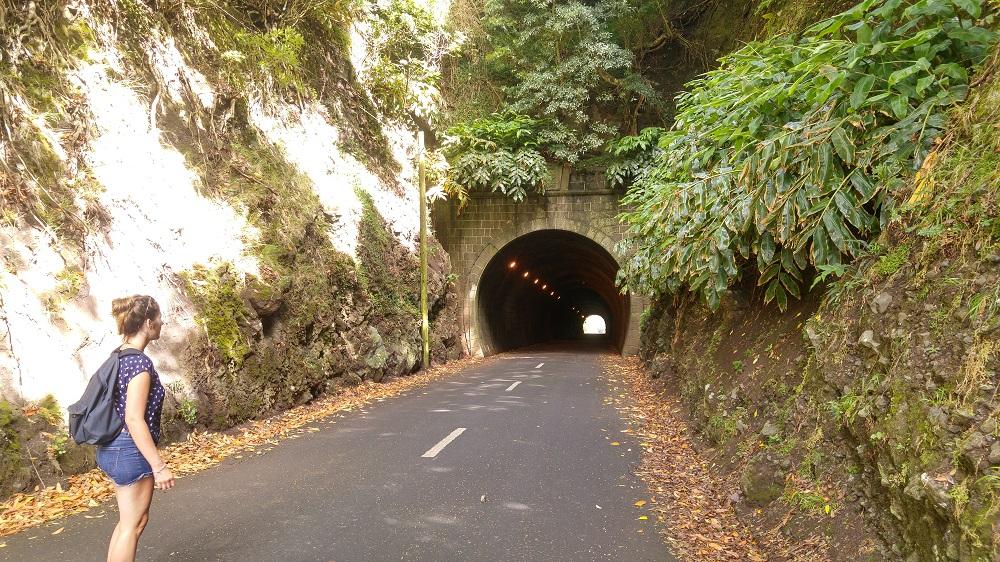 Le tunnel pour facilement entrer à l'intérieur de la caldeira.