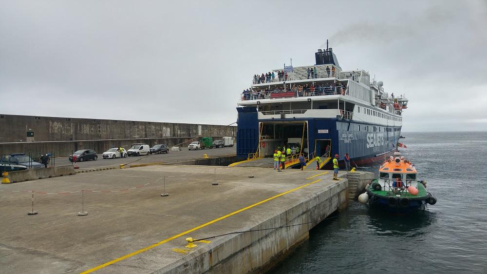 Paquebot amarré au port de Graciosa..