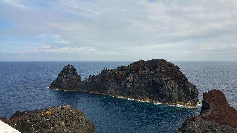 Un rocher en forme de baleine sur l'île de Graciosa.